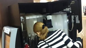 обслуживание автомата по продаже кофе