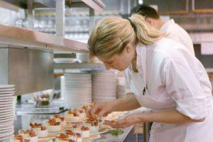 Шей-повар за работой